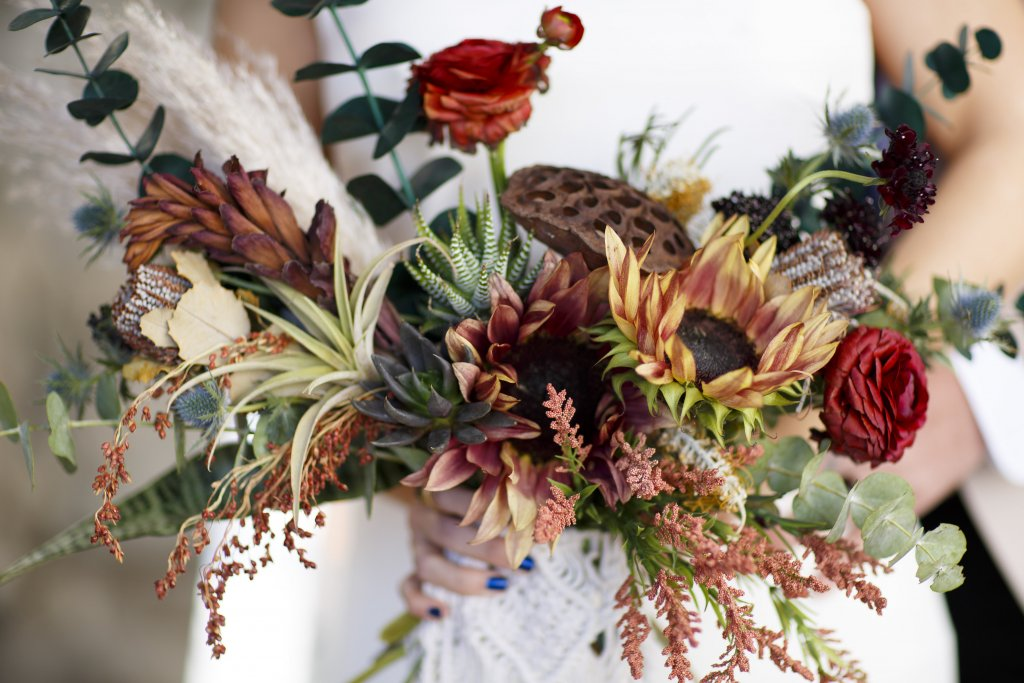 bohemian junkyard wedding florals